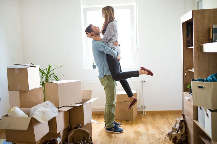 couples-moving-in-together